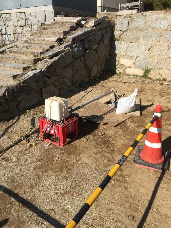 ボーリング井戸へ仮設ポンプの設置