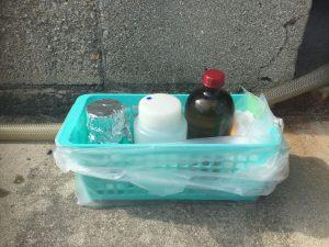 水質検査のため採水