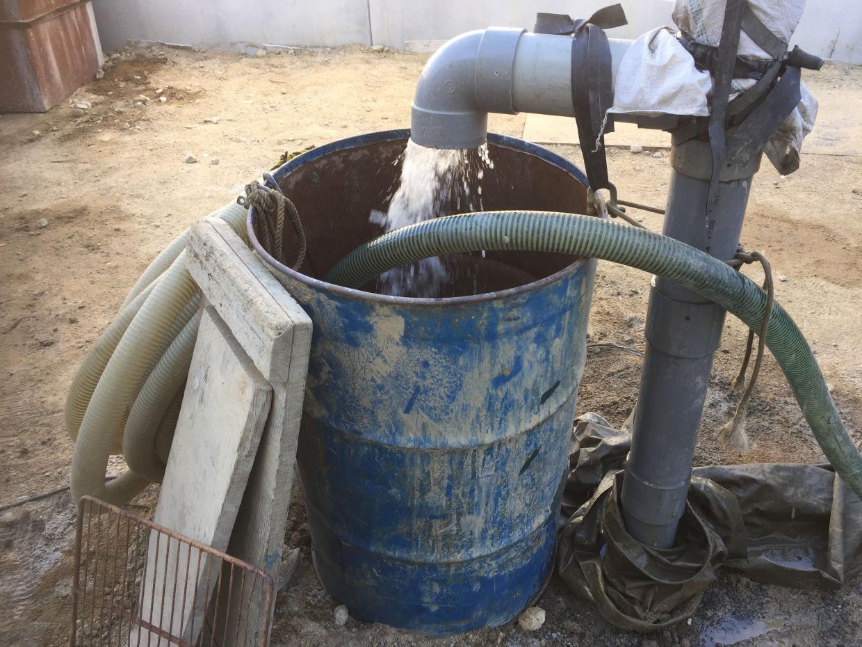 ようやく井戸完成!仕上げに向けて洗浄作業開始!