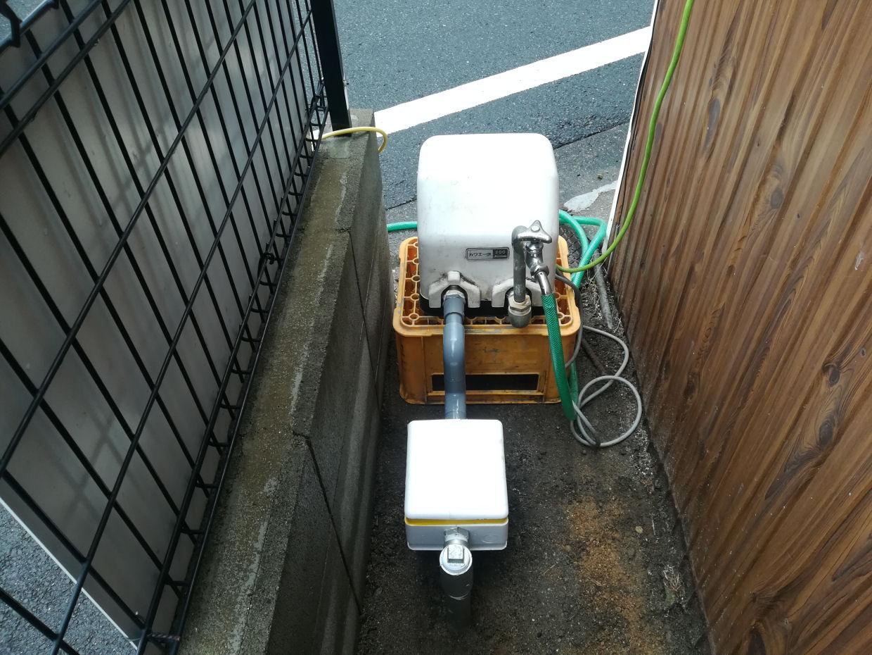 仮設ポンプで井戸水の濁りをなくす大事な作業
