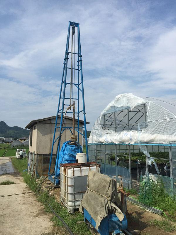 松山市八反地のいちご農家さん。潅水用のためボーリング井戸掘削しました。