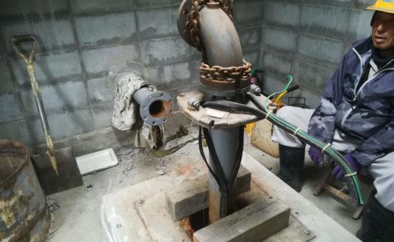 ビッグな深井戸水中ポンプの引抜き