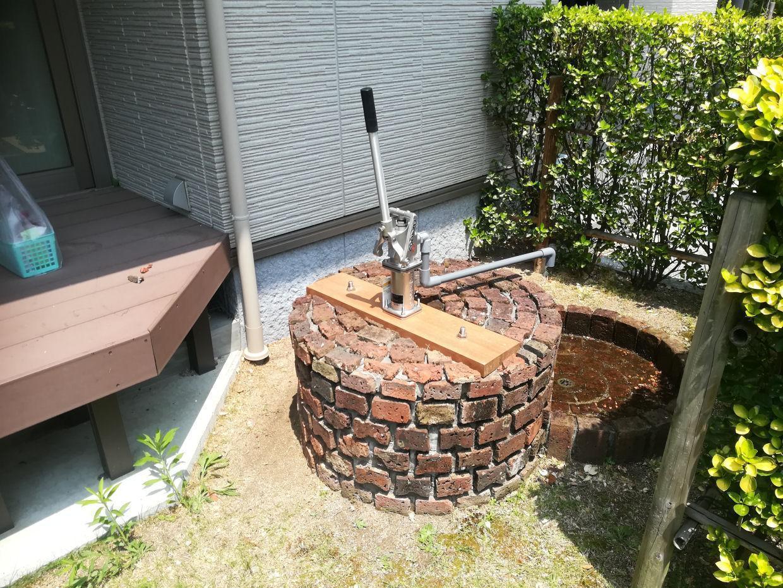 ステンレス手押しポンプと井戸