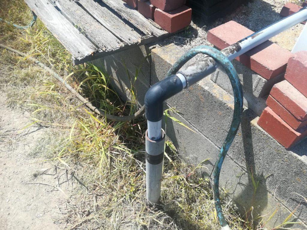 打抜き井戸と吸水パイプ