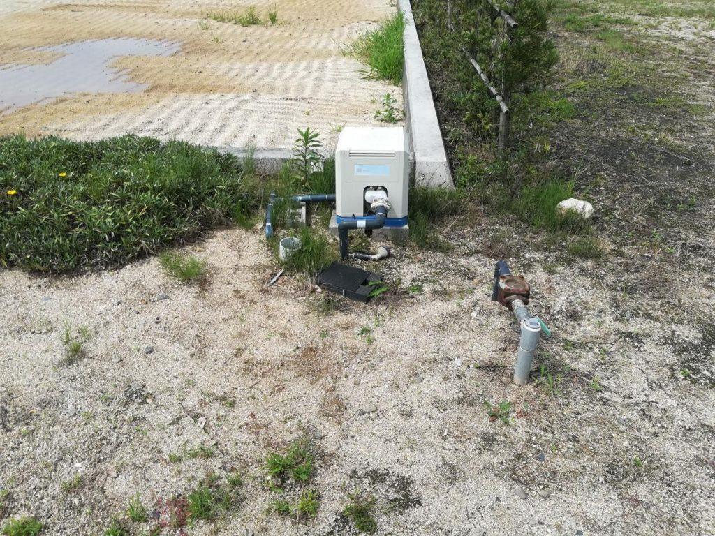 浅井戸とポンプ
