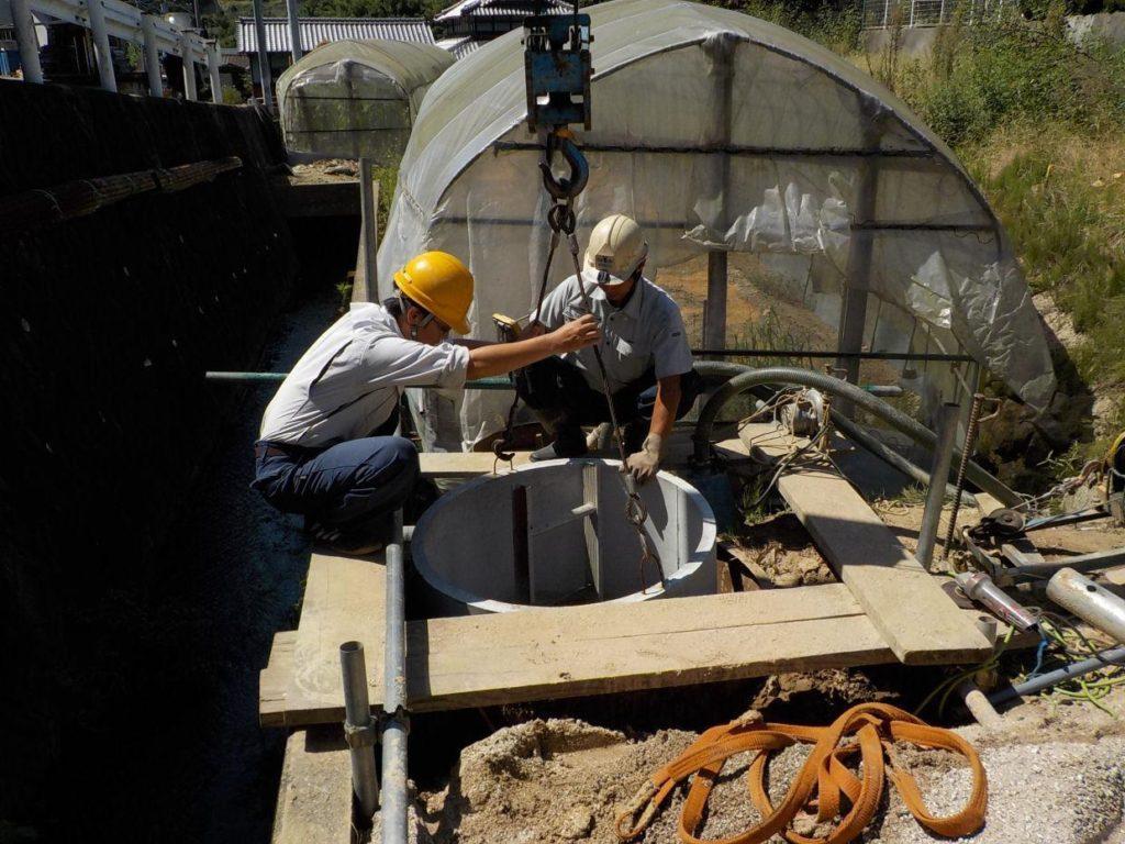 掘井戸 井戸掘り 井戸枠設置