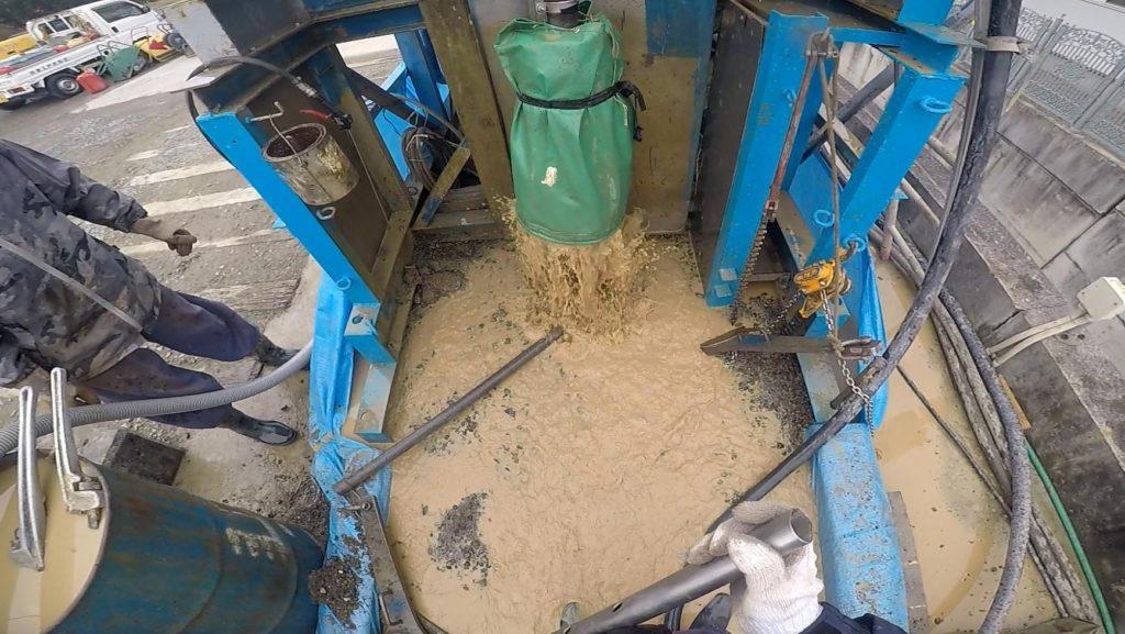 井戸掘削中の湧き水量