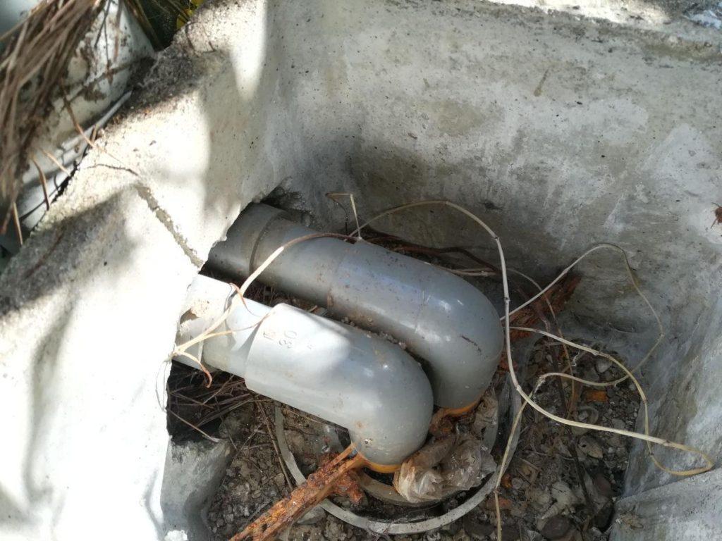 ボーリング井戸に設置された深井戸ジェットポンプ