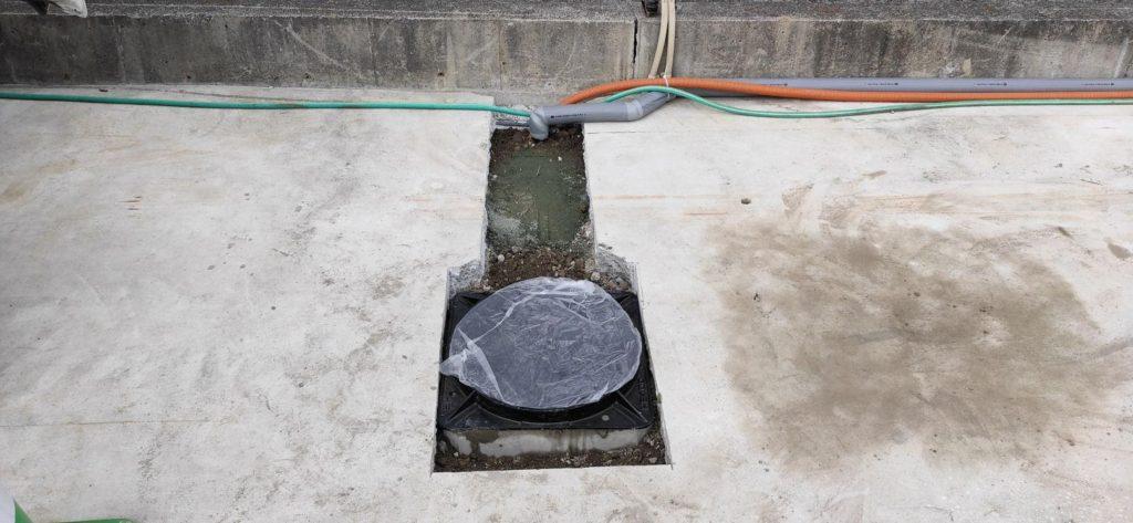 鋳鉄製マンホール設置 井戸ピット