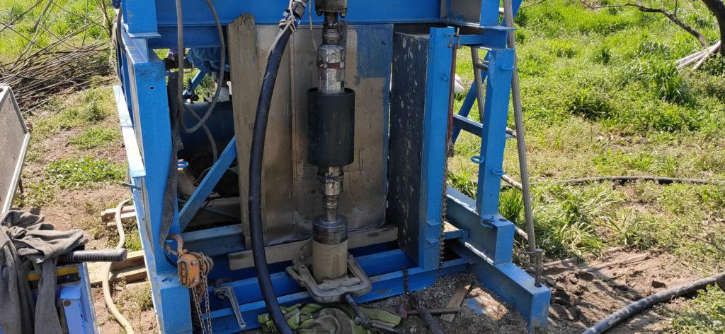 ボーリング井戸掘削 コンダクター管の回収