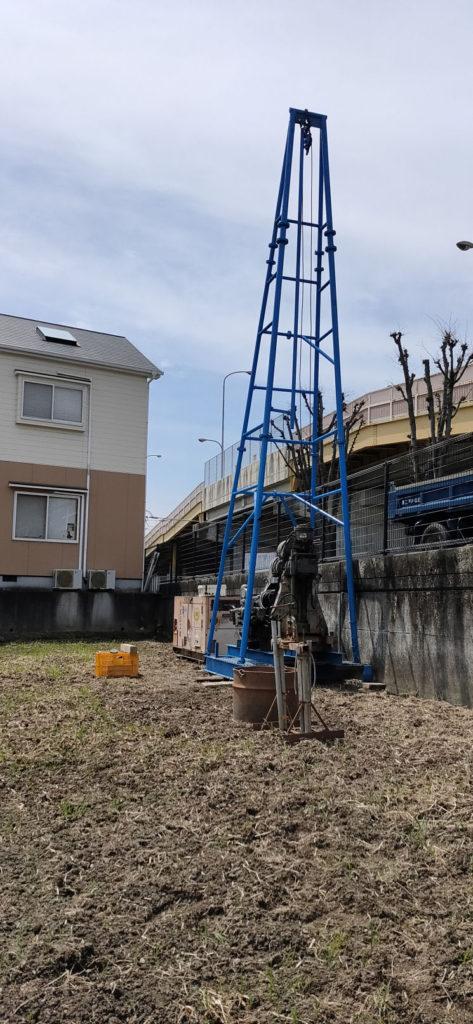 水田に稲作用の井戸掘り