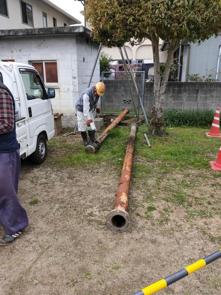 農事用ポンプ取替 吸水管引抜き